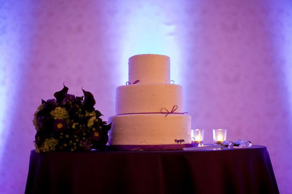Up lighting wedding cake